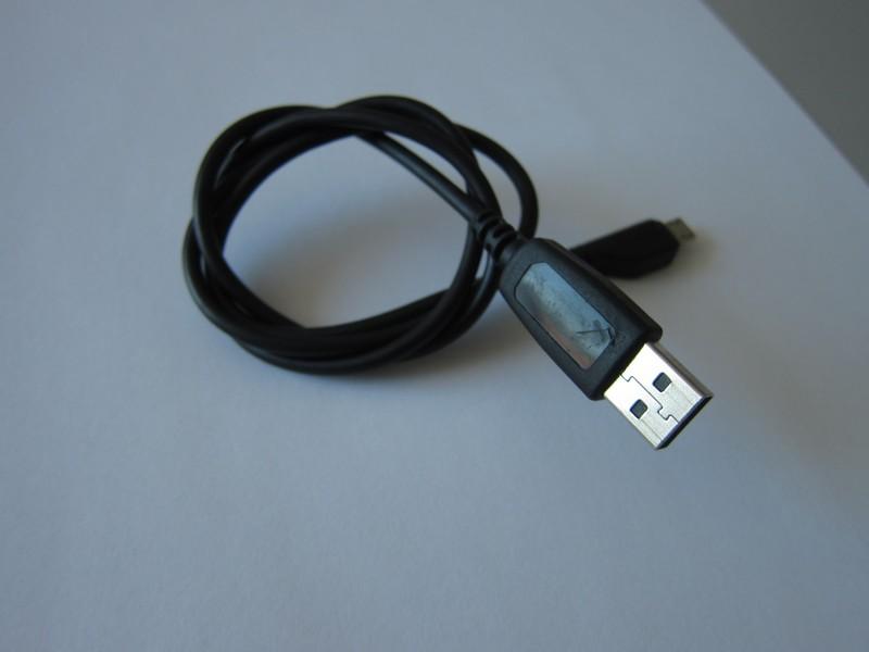Misteriozni crni USB kabl: Povod za paniku ili otvoren razgovor i trenutak istine?